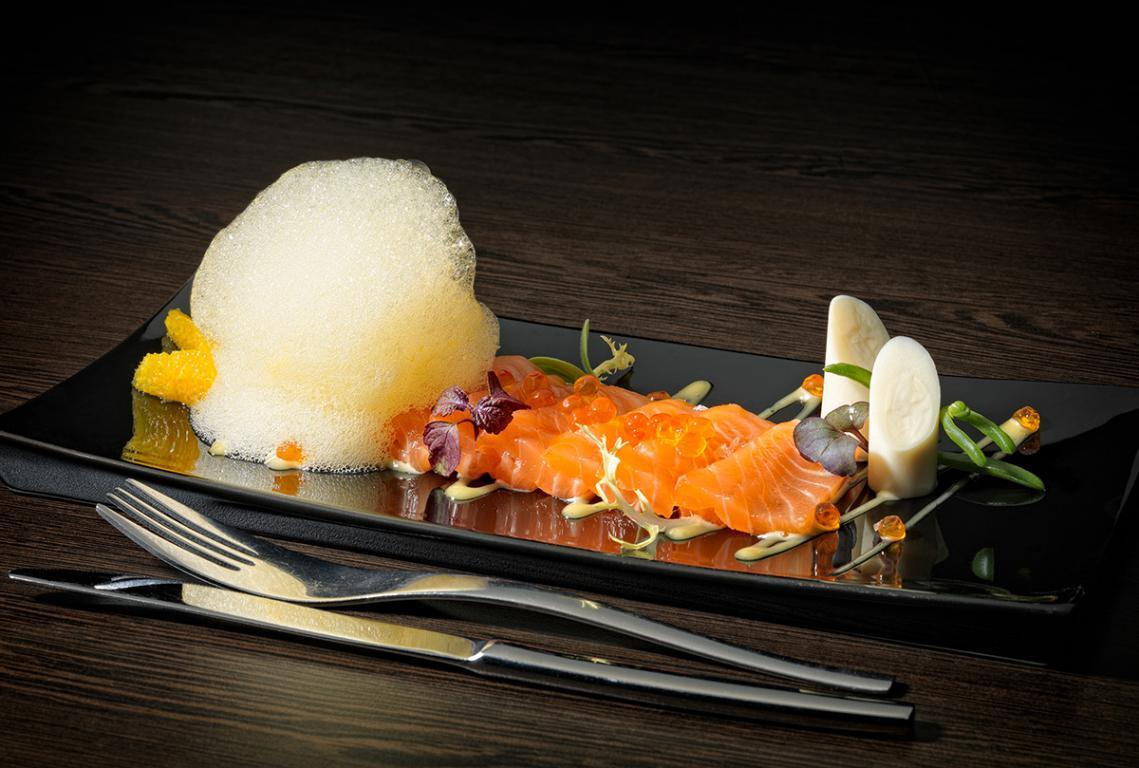 Salmon-marinado-con-aire-de-naranja_resturatemediterraneo